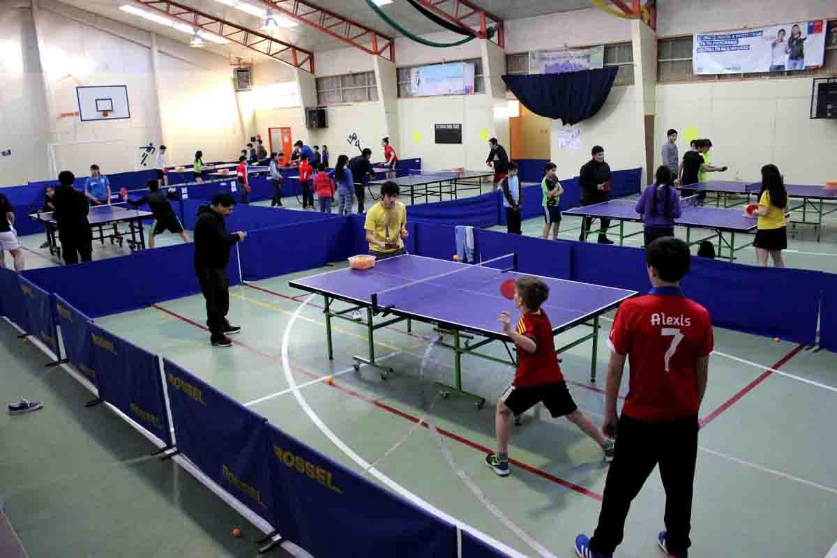 Escuela Manuel Bulnes realizó clínica de tenis de mesa para estudiantes