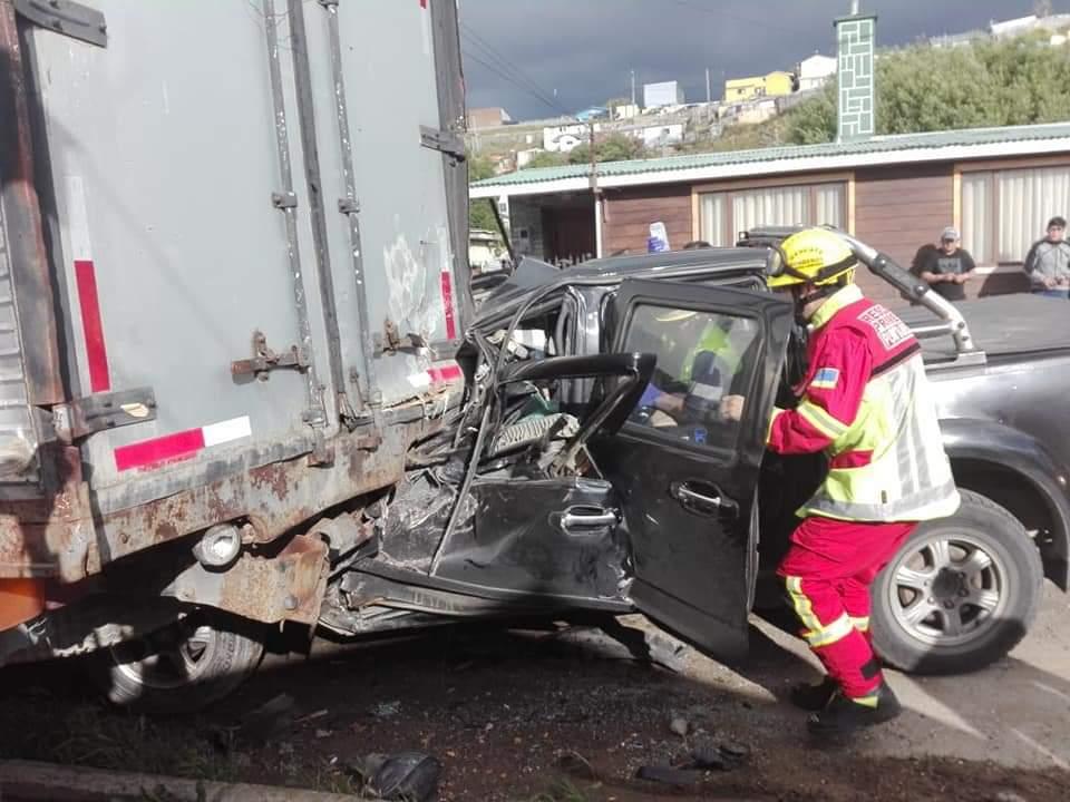 Un conductor grave tras colisión por alcance en el sector poniente de Punta Arenas