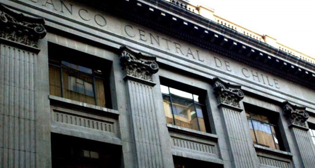 Banco Central admite que se analizó comenzar a subir la tasa de interés