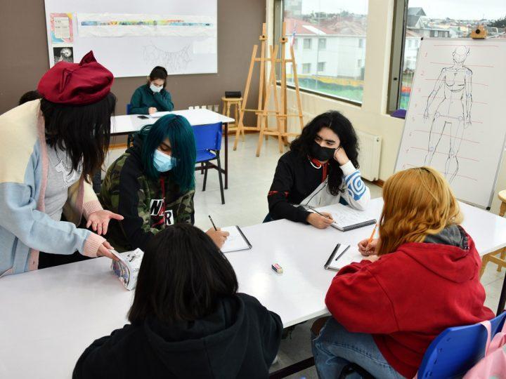 Más de 300 niños y jóvenes de Punta Arenas participan de actividades invernales organizadas por el Municipio.