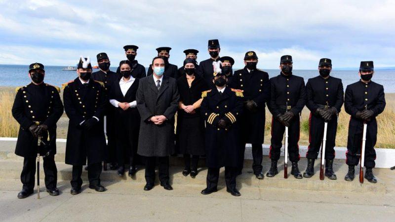 Se efectuó la ceremonia con motivo del 178° aniversario de la toma de posesión del Estrecho de Magallanes